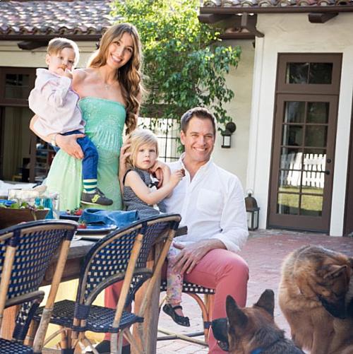 マイケルウェザリーの妻と子供の現在。幸せそうな理想の家族写真みたい。