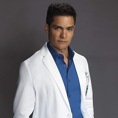 グッドドクターアメリカの外科医メレンデス外科医を演じるニコラス・ゴンザレス